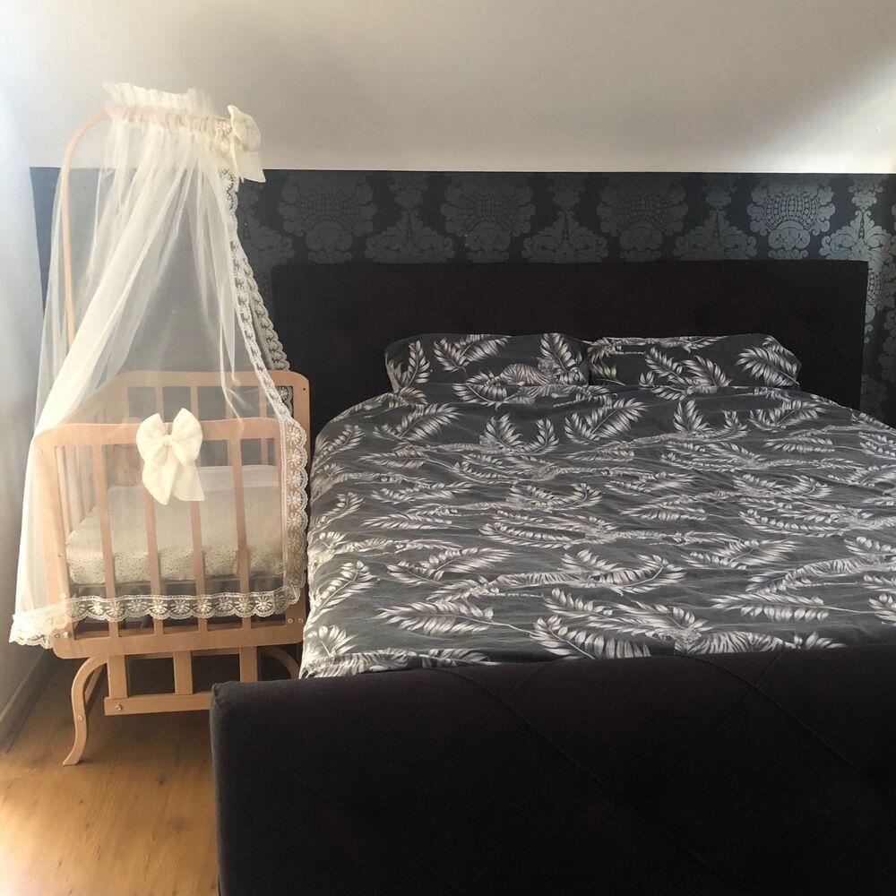 co sleeper wieg babyrace - babywieg aan bed - babywieg deluxe - wieg aan bed -babywiegje met hemeltje past aan alle type bedden, ook hoge boxsprings, aanschuifbedje, wiegje aan bed