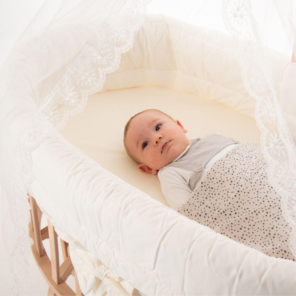 Ovaal wiegje BabyRace - babywiegje - baby schommelwieg - wieg baby - wieg rond - wiegmatras ovaal - ovaal wiegmatras - babybedje, wieg rond, babywieg aan bed, babywiegje, wieg baby, babybed hemel, babynest