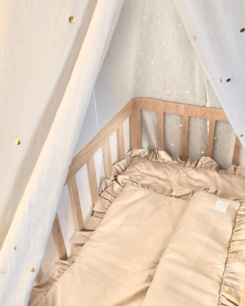 Babywieg BabyRace met wiegdeken van Cotton and Sweets nude - dekentje voor wieg - beddengoed baby - katoen dekentje baby
