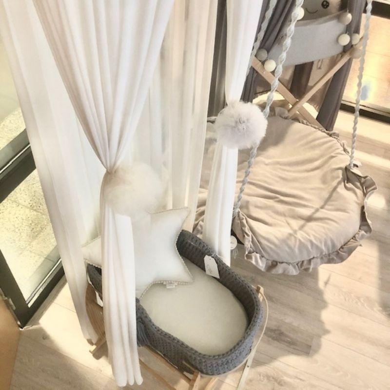 hemeltje met pompoms - boho babykamer - babyrace
